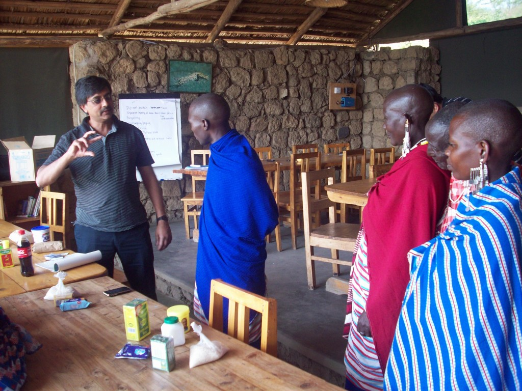 Madhu Viswanathan talks with Maasai participants during a MLP class exercise.